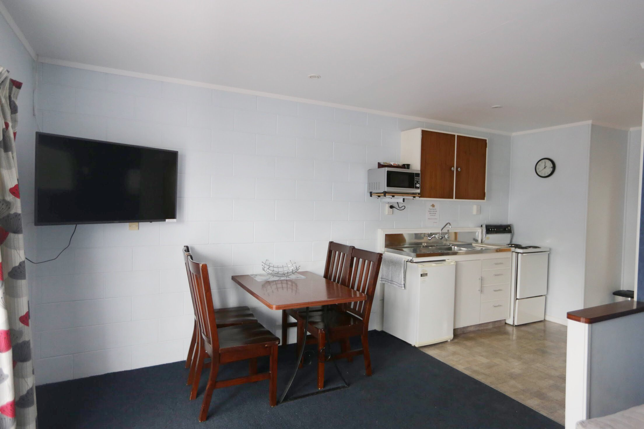 Kaitaia-Motor-Lodge-Room-7-Kitchenette
