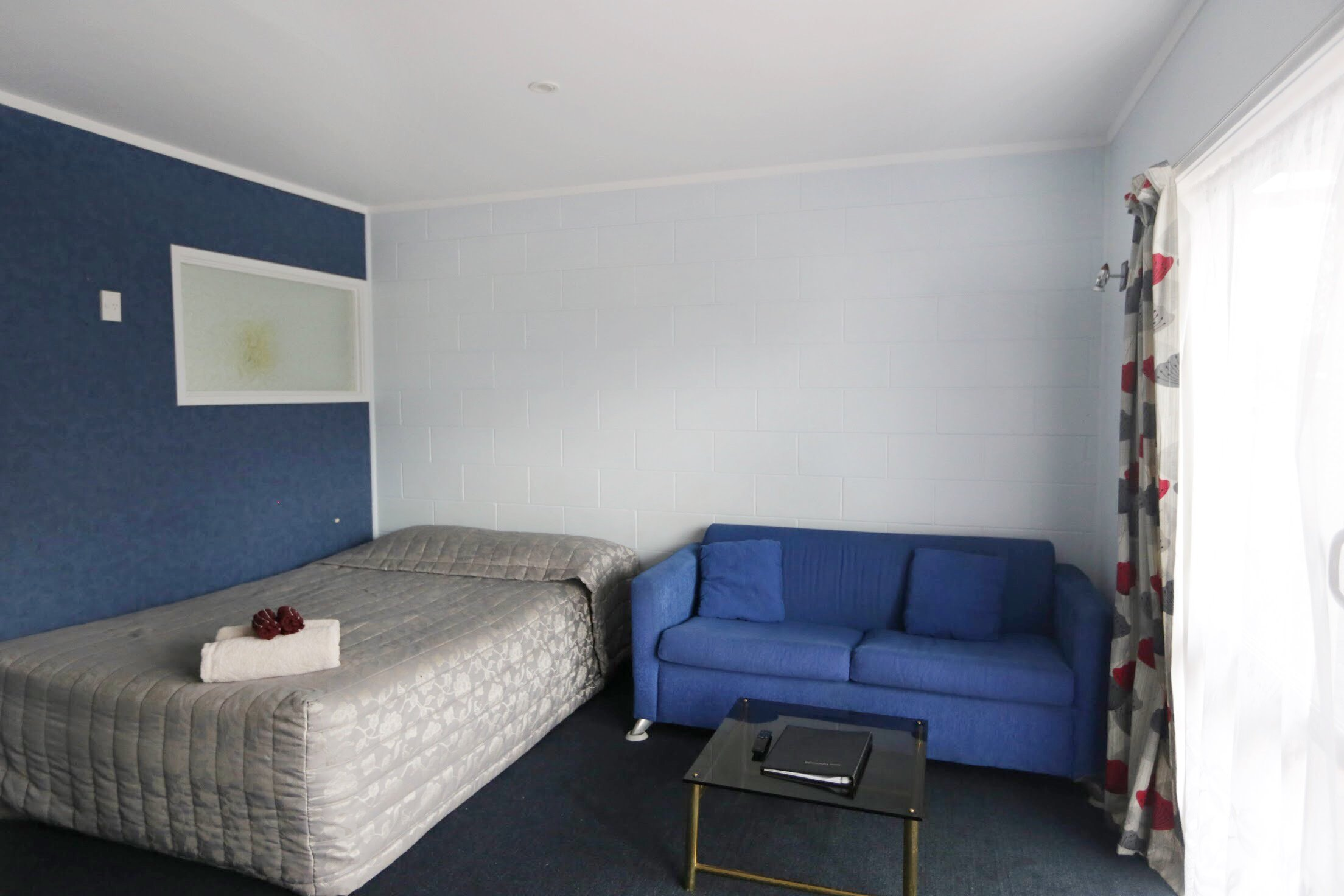 Kaitaia-Motor-Lodge-Room-7-Lounge