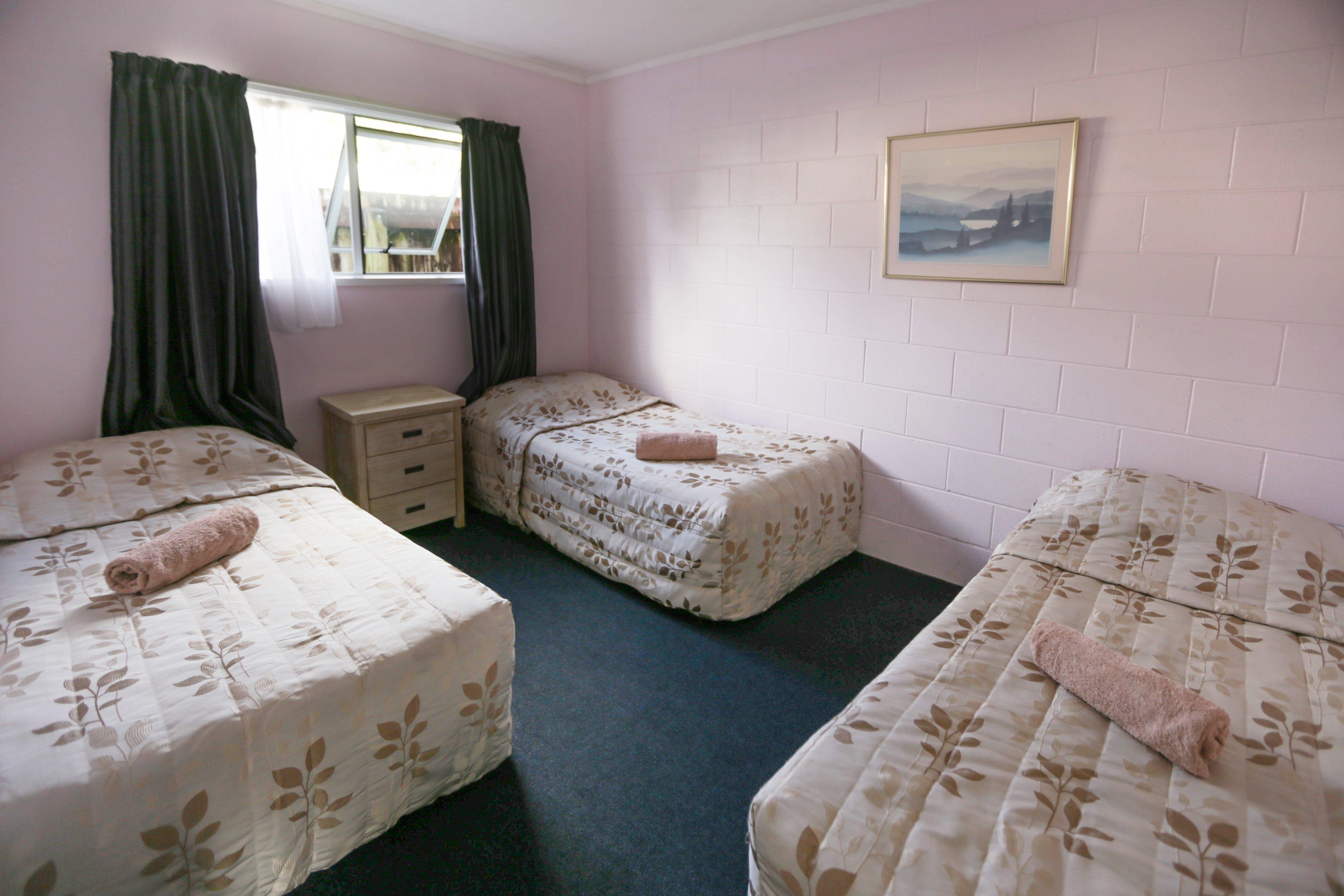 Kaitaia-Motor-Lodge-Room-8-Bedroom-2